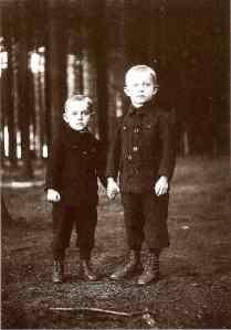 August Sander: Brethren, Westerwald (about 1918) Ⓒ Die Photographische Sammlung/SK Stiftung Kultur - August Sander Archiv, Köln
